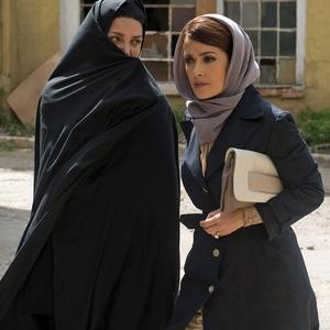 سلما هایک و شهره آغداشلو در فیلم «سپتامبرهای شیراز»(Septembers of Shiraz)