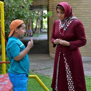 محمدرضا شیرخانلو و شبنم مقدمی در فیلم «شکلاتی»