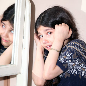سارا بهارلو در فیلم «هیس دختر ها فریاد نمی زنند»