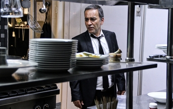 حمیدرضا آذرنگ در نمایی از فیلم «قاتل اهلی» مسعود كيميايى