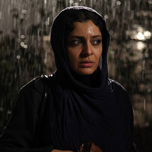 ساره بیات در نمایی از فیلم فصل فراموشی