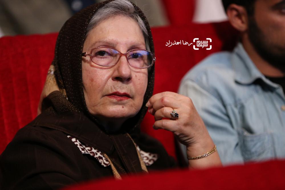 شیرین یزدان بخش نامزد بهترین بازیگر نقش مکمل زن برای فیلم «ابد و یک روز» در دهمین جشن انجمن منتقدان