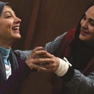 روشنک گرامی و رویا نونهالی در فیلم «هلن»