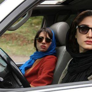 مینا ساداتی و پگاه آهنگرانی در فیلم «مهمونی کامی»