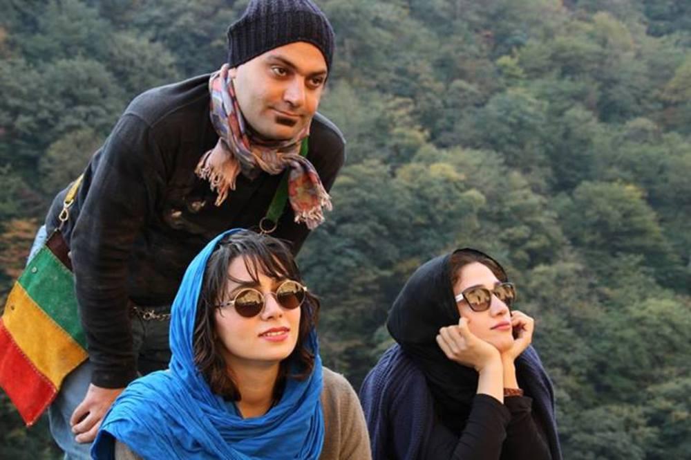 مهدی کوشکی، مینا ساداتی و پگاه آهنگرانی در فیلم «مهمونی کامی»