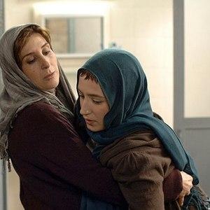 فاطمه معتمد آریا و نگار جواهریان در فیلم «اینجا بدون من»