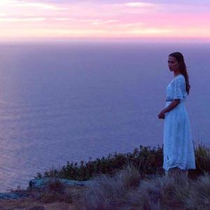 فیلم «نوری در میان اقیانوسها» (The Light Between Oceans) با بازی آلیسیا ویکاندر