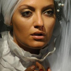مهناز افشار در نمایی از فیلم شبانه روز