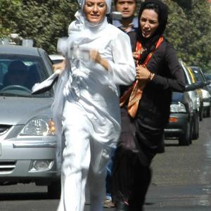مهناز افشار و خاطره اسدی در نمایی از فیلم شبانه روز