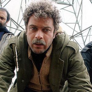 پژمان بازغی و امیر آقایی در نمایی از فیلم مرگ کسب و کار من است
