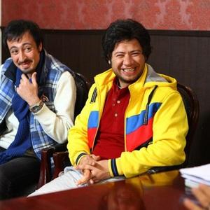 آرش اسد و علی صادقی در نمایی از فیلم شیر یا خط