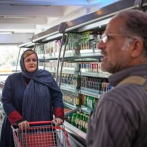 نعیمه نظام دوست در نمایی از فیلم سینمایی « آذر، شهدخت، پرویز و دیگران»