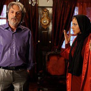لیلا اوتادی و امین تارخ در نمایی از فیلم باغ قرمز