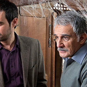 نمایی از فیلم خانه پدری با بازی شهاب حسینی و مهدی هاشمی