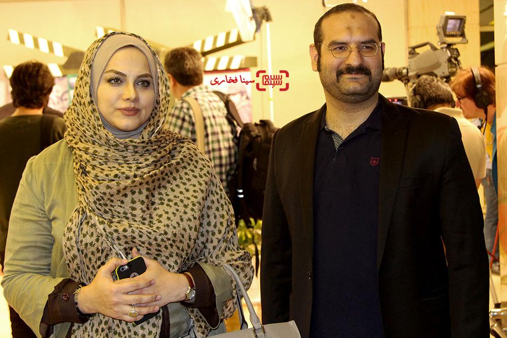 نرگس آبیار(نامزد بهترین فیلمنامه و کارگردانی) و همسرش محمدحسین قاسمی(نامزد بهترین فیلم) برای فیلم «نفس» در اختتامیه جشنواره فیلم مقاومت