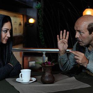 فریبرز عرب نیا و نیکی کریمی در نمایی از فیلم شکلات داغ