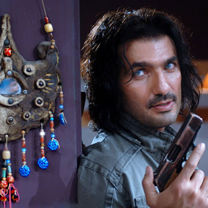 محمدرضا فروتن در نمایی از فیلم پستچی سه بار در نمی زند