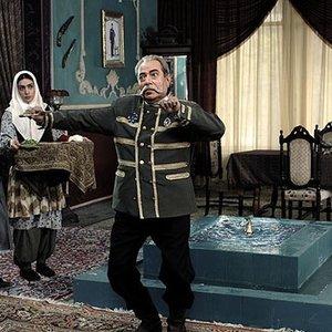 علی نصریان در نمایی از فیلم پستچی سه بار در نمی زند