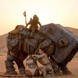 دیسی ریدلی در فیلم «جنگ ستارگان: نیرو برمیخیزد»