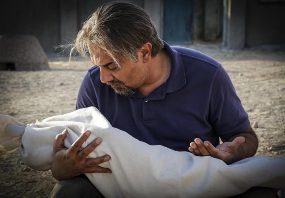 برزو ارجمند در فیلم «چهل مروارید» با موضوع شهدای غواص مفقودالاثر