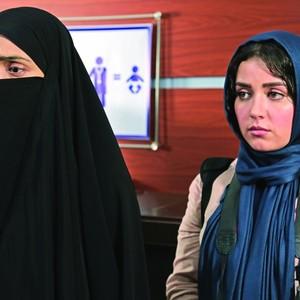 میترا حجار و افسانه پاکرو در فیلم «این زن حقش را میخواهد»