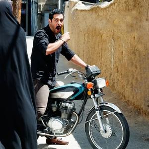 کامران تفتی در فیلم «این زن حقش را میخواهد»