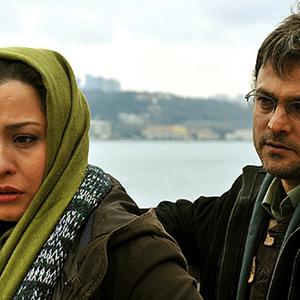 حسین یاری و مهراوه شریفی نیا در فیلم یک سطر واقعیت