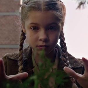 نمایی از فیلم «خانه دوشیزه پرگرین برای بچههای عجیب و غریب»