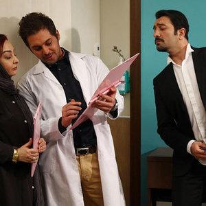 ماهایا پطروسیان و مجید صالحی و  دانیال عبادی در فیلم مجرد چهل ساله