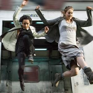 شی لین وودلی و زو کراویتز در فیلم «ناهمتا»(divergent)