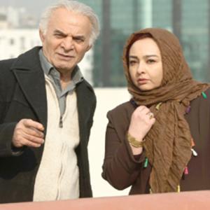 سیروس گرجستانی در کنار ماهایا پطروسیان در فیلم مجرد چهل ساله