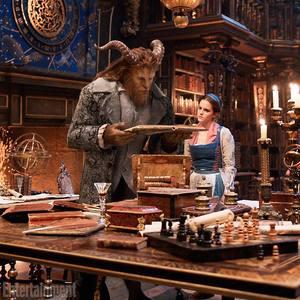 اما واتسون و دن استیونز در نمایی از فیلم «دیو و دلبر» (Beauty and the Beast)