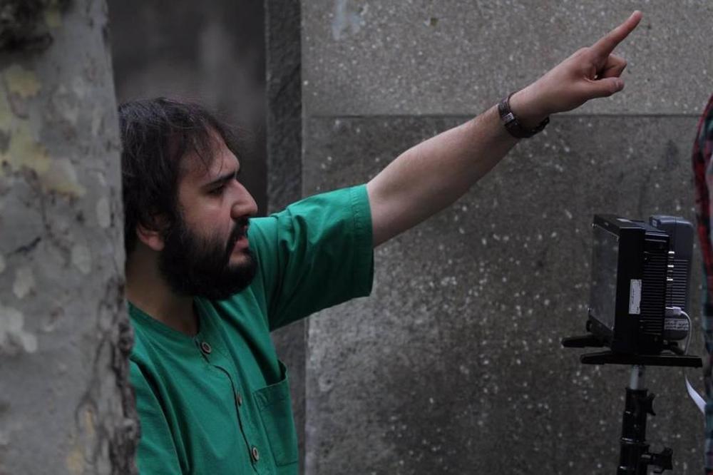 رضا درمیشیان در نمایی از پشت صحنه فیلم «لانتوری»