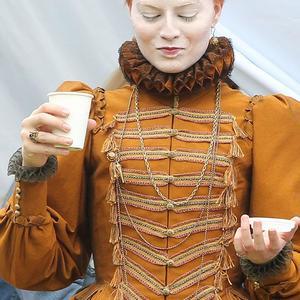 مارگو رابی در پشت صحنه فیلم «مری ملکه اسکاتلند»