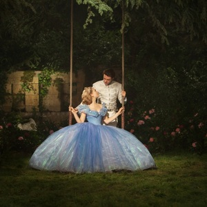 لیلی جیمز و ریچارد مدن در فیلم «سیندرا»(cinderella)