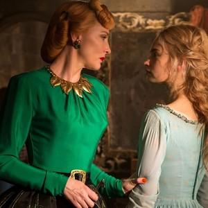 لیلی جیمز و کیت بلانشت در فیلم «سیندرا»(cinderella)