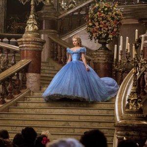 لیلی جیمز در فیلم «سیندرا»(cinderella)