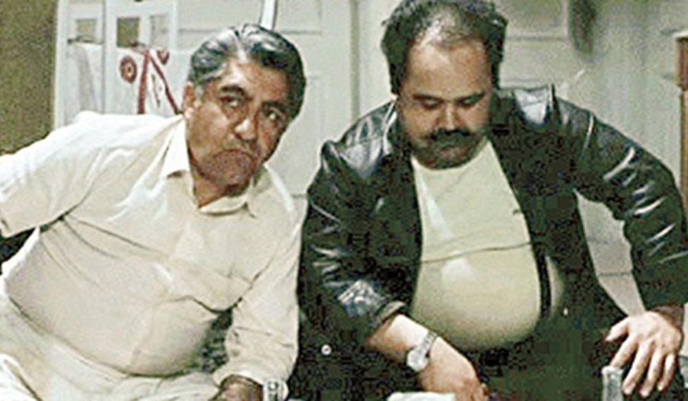 عزت الله انتظامی و اکبر عبدی در فیلم «اجاره نشین ها»