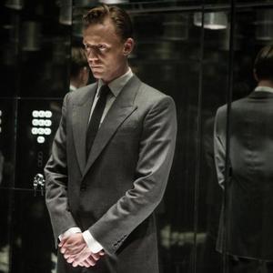 تام هیدلستون در نمایی از فیلم «بلندی»(High-Rise)