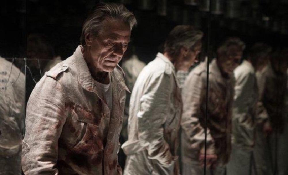 جرمی آیرونز در نمایی از فیلم «بلندی»(High-Rise)