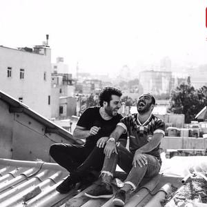 نوید محمدزاده و سعید روستایی در پشت صحنه فیلم «متری شیش و نیم»