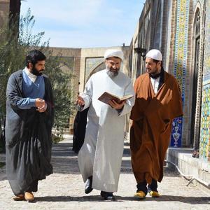جواد عزتی و مهران رجبی در نمایی از «پارادایس»