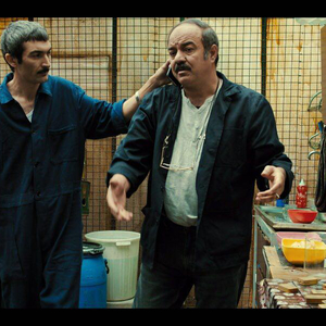 سعید آقاخانی و لطف الله سیفی در فیلم «حمال طلا»