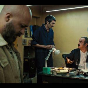 سعید آقاخانی و لطف الله سیفی در فیلم سینمایی «حمال طلا»