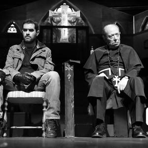 نمایی از تئاتر «اعتراف» با بازی علی نصیریان و شهاب حسینی