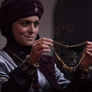 غزل شاکری در سریال تلویزیونی «بانوی عمارت»