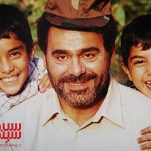 جمشید هاشم پور، ساعد سهیلی و برادرش سینا مهراد در پشت صحنه فیلم «سهراب»