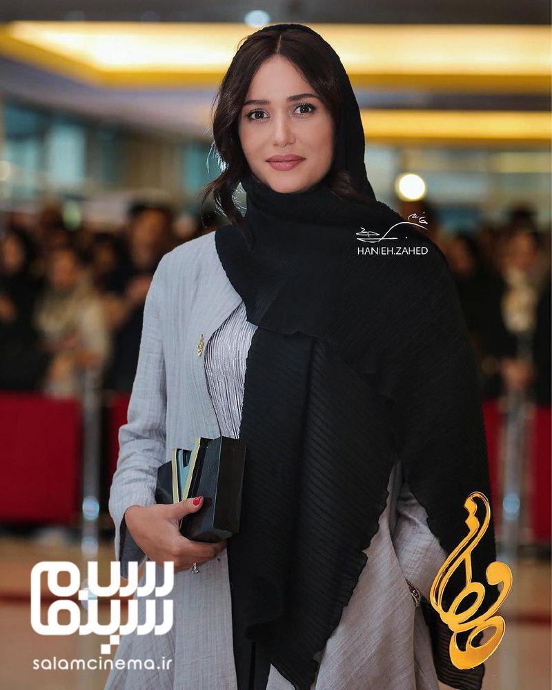 پریناز ایزدیار برنده جایزه بهترین بازیگر زن برای «ویلاییها» از هجدهمین جشن حافظ