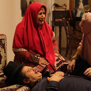 شهین تسلیمی و علی صادقی در فیلم «دم سرخ ها»