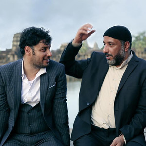 جواد عزتی و امیر جعفری در فیلم «چهار انگشت»